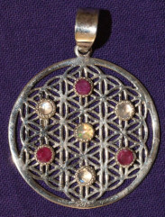 pendentif fleur de vie pierres